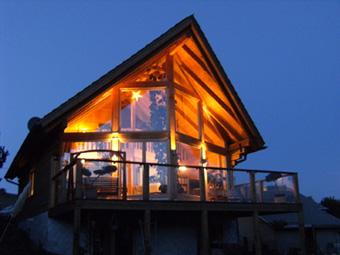 Bezahlbares wohnhaus holzhaus blockhaus ferienhaus for Nurdachhaus bauen